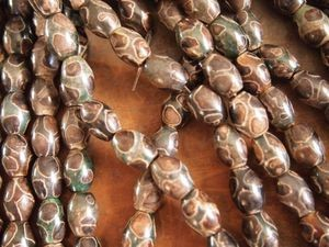 Tibetan agate dzi-style 14x10mm barrel brown green turtle bead strand
