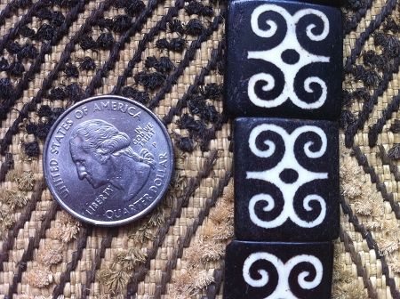Bone Adinkra DWENNIMMEN Ram's Horn Batik Beads White on Dark Brown