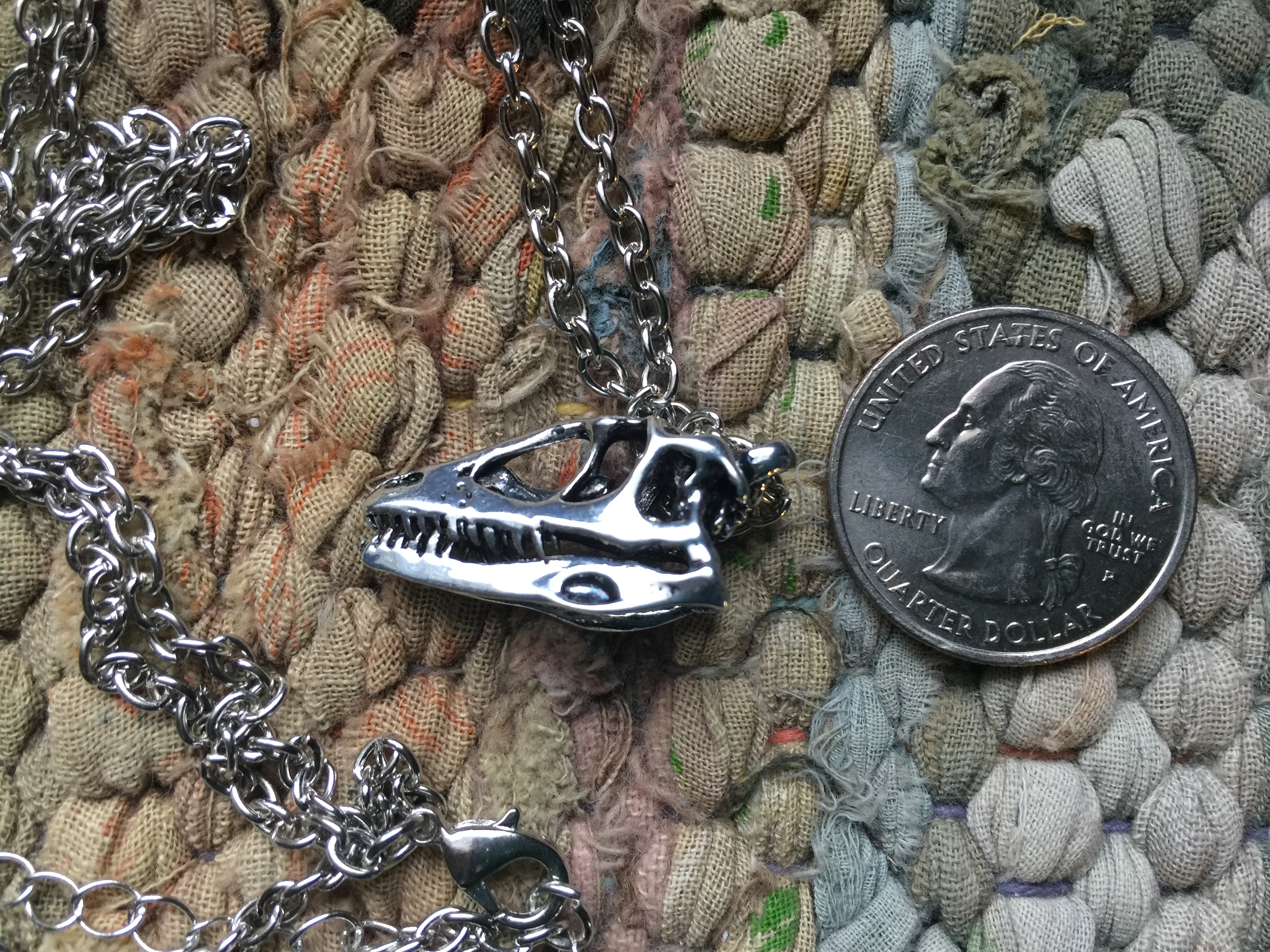 Antique silver 25mm Dinosaur Tyrannosaurus skull pendant with chain (necklace)