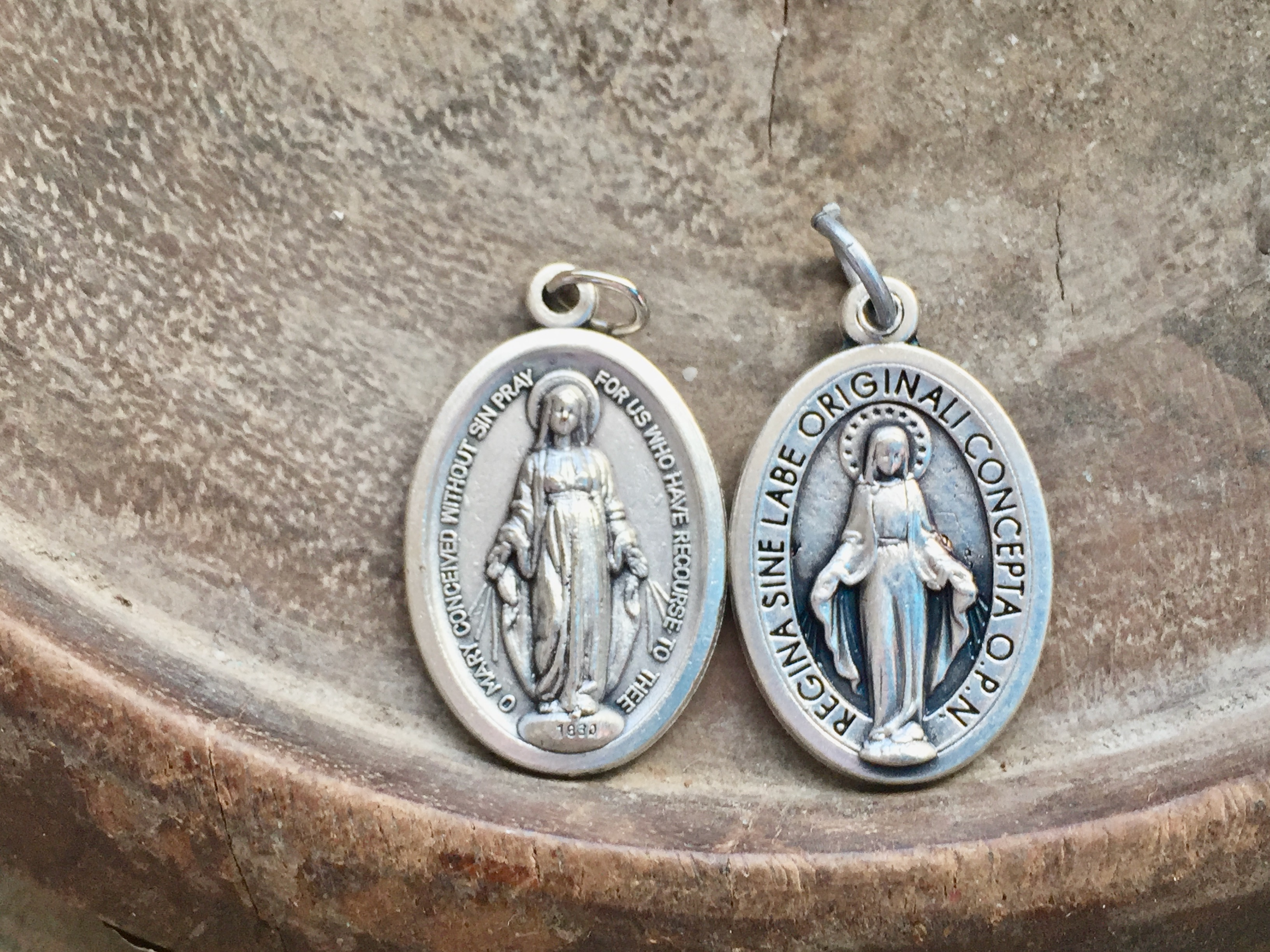 1 Inch Oval Blessed Mother Miraculous Medal Our Lady of Grace CHOOSE from English or Latin Text