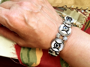 Silver and Glass Snaps Kojo Baiden ADINKRA Eye Link Bracelet