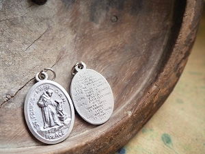 1-1/8 Inch LARGE Oval St Francis and the Wolf Medal with Peace Prayer BUY MORE & Save!