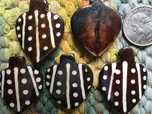 5 PCS Ebony Buffalo Bone Spade Pendants with Batiking