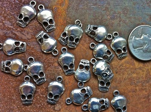 20 pcs - 18mm Pewter Alloy Skull Charms