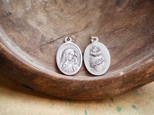 1 Inch Oval Sorrowful Mother/Mater Dolorosa reversing to Sacred Heart with Crown of Thorns Medal